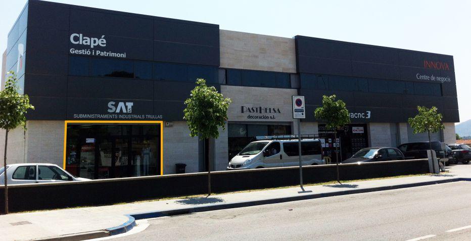 Local comercial en Lliçà de Vall con fachada a la Avinguda Catalunya.