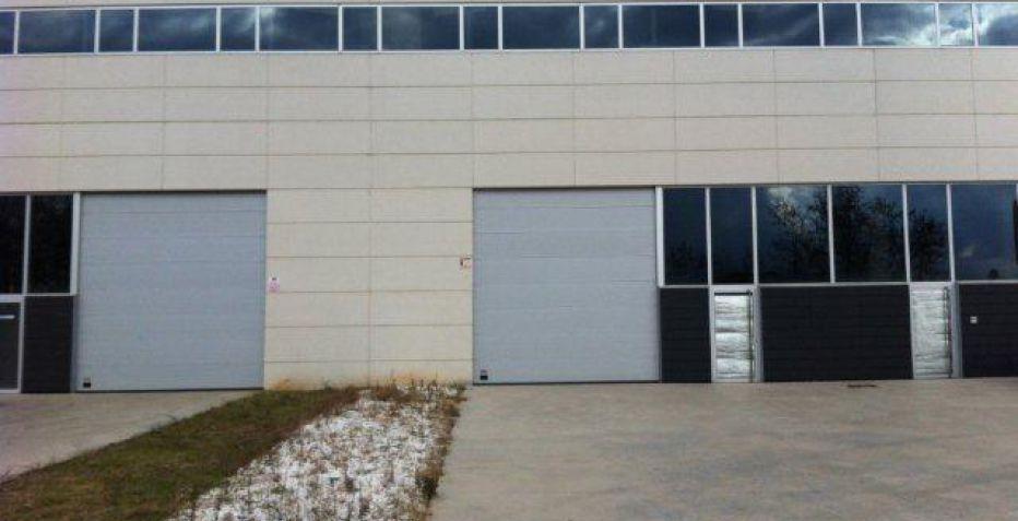 Nave industrial de 303 m2 a un precio imbatible.