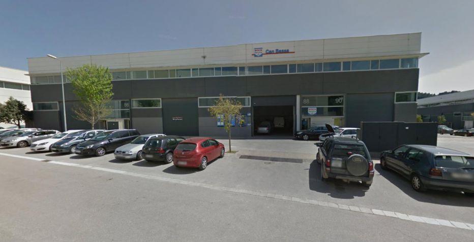 Nave de 238 m2 de planta en Llinars.